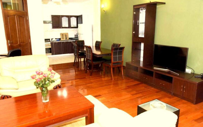 Executive Suit Living Room Pic 02